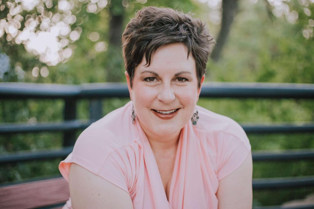 intuitive eating coach and the eatfluencer podcast host maggie landes
